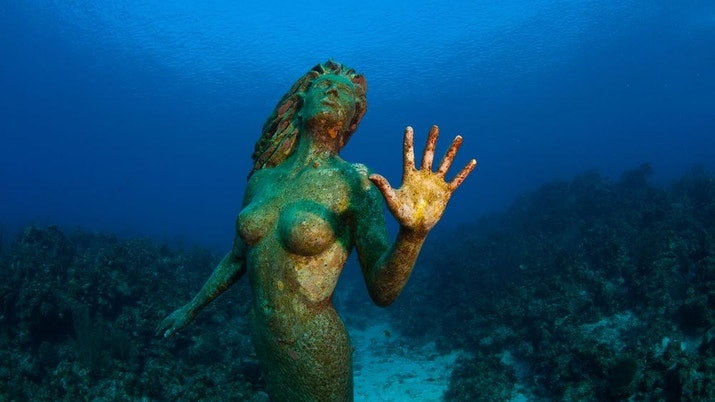 The sunken mermaid Amphitrite statue at Sunset House